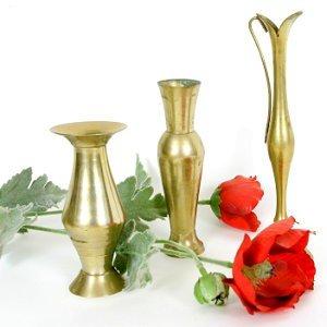 Выбор вазы для цветов.